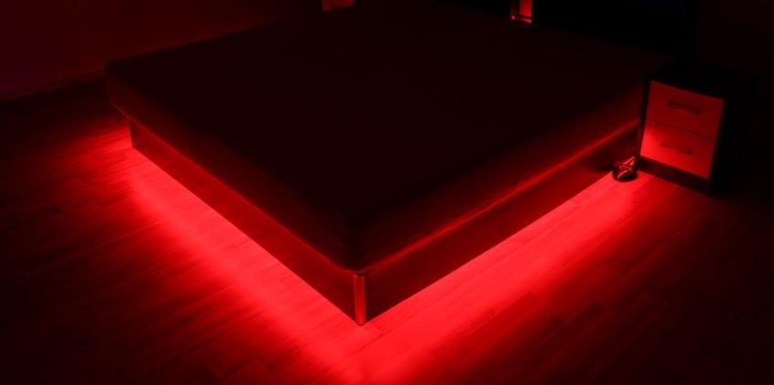 RGB-Strip Beleuchtung für Wasserbett-Podest