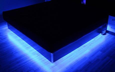 rgb strip beleuchtung f r wasserbett podest. Black Bedroom Furniture Sets. Home Design Ideas